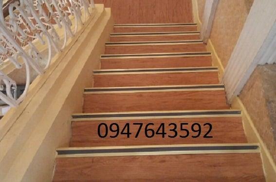 Ảnh thực tế nẹp chống trượt cầu thang,nẹp mũi bậc