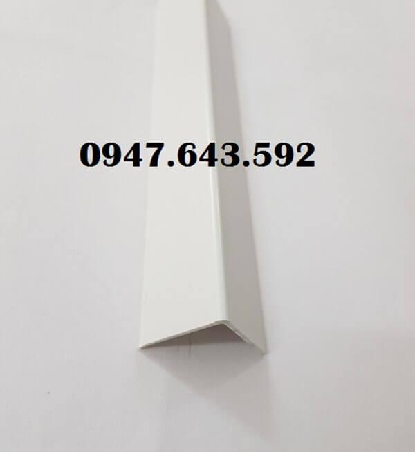 Nẹp ốp góc vuông chất liệu nhựa màu trắng